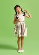 Chân váy hai dây nơ lưng trắng sọc nâu bé gái