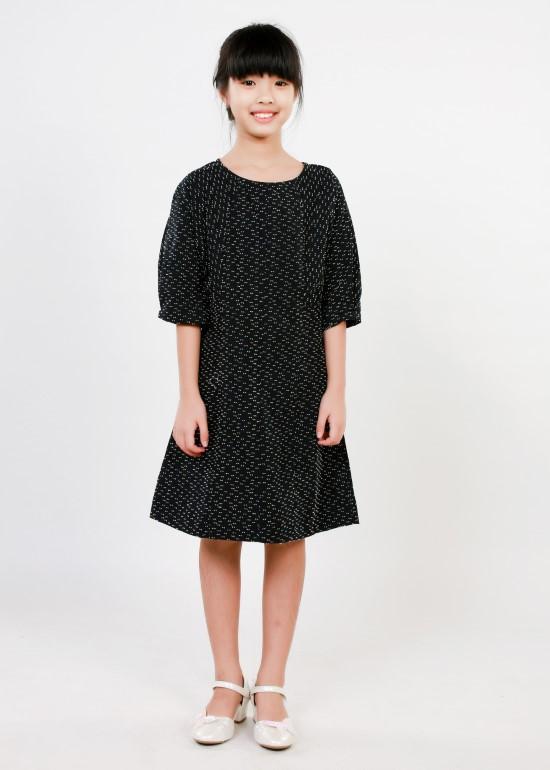 Đầm tay lỡ xếp li ngực đen chấm