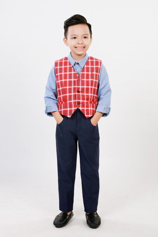 Áo gile caro đỏ trắng bé trai