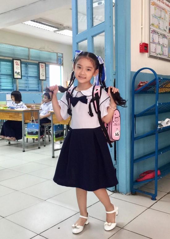 Đầm học sinh tay xòe viền