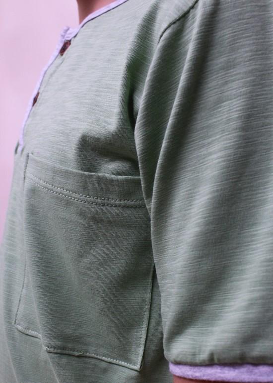 Áo thun bé trai cổ trụ xanh đậu