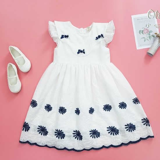 Đầm trắng chân thêu nổi oli river T098