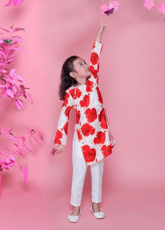 Áo dài lụa hoa hồng đỏ bé gái