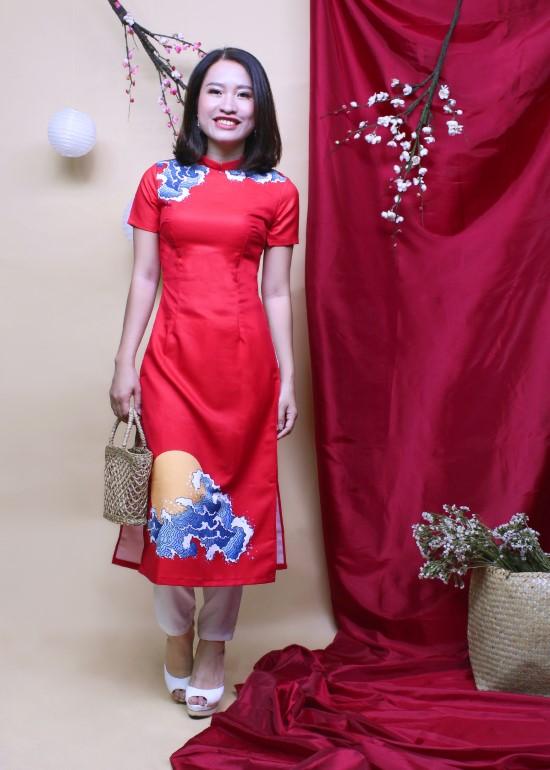 Áo dài may mắn đỏ cách tân nữ