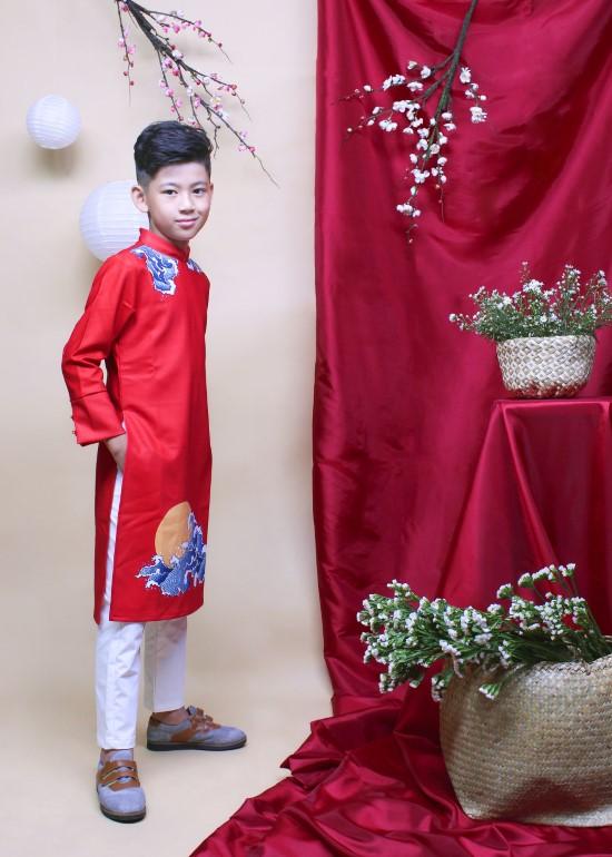 Áo dài may mắn đỏ bé trai