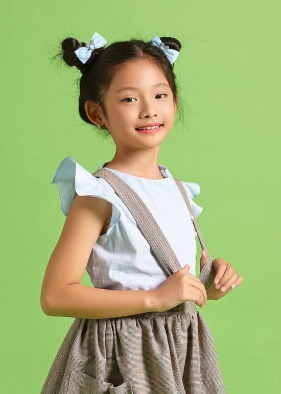 Áo kiểu tay cánh tiên xanh biển bé gái