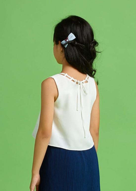 Áo croptop dây viền trắng