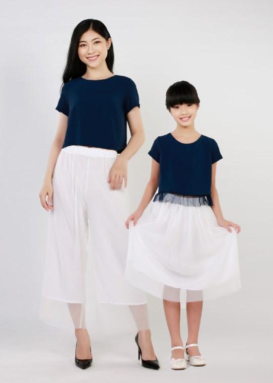 Combo áo croptop dập lưới xanh navy mẹ và bé
