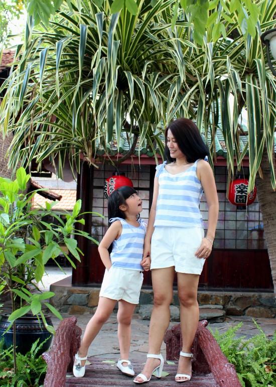 Combo áo hai dây sọc xanh biển mẹ và bé