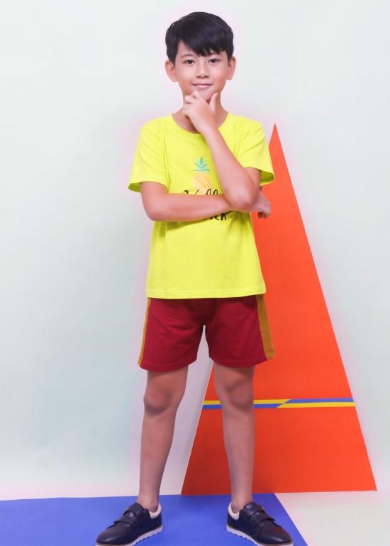 Quần short thun bé trai phối sườn đỏ