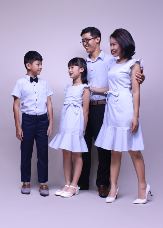 Combo đầm và áo sơ mi tay ngắn caro xanh gia đình