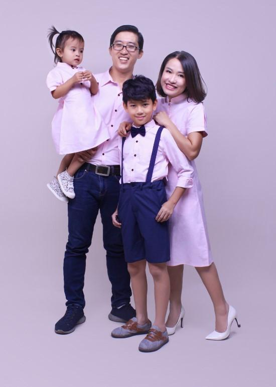 Combo đầm và áo sơ mi hồng gia đình