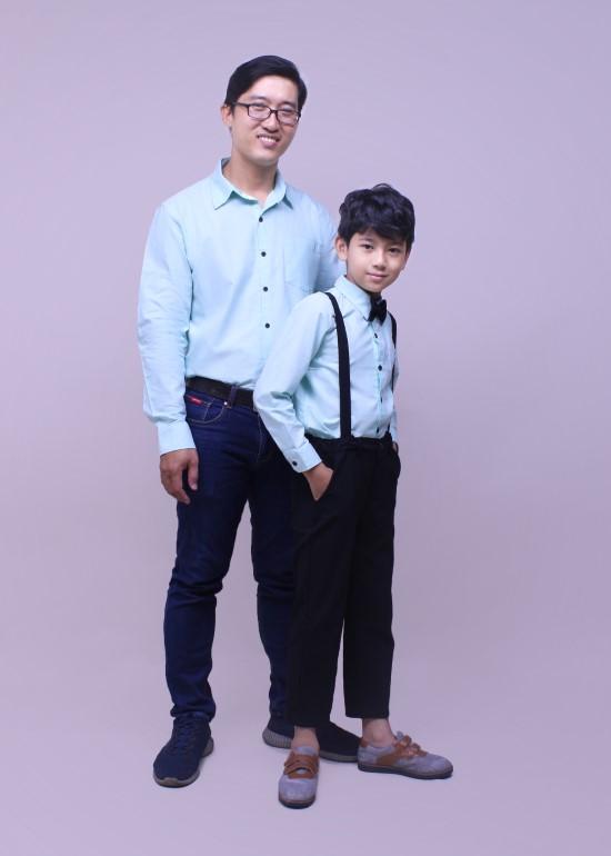 Combo áo sơ mi xanh lá cây bố và bé trai