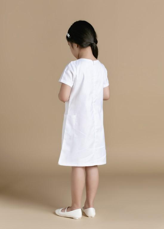 Đầm xếp li cổ tay ngắn trắng bé gái