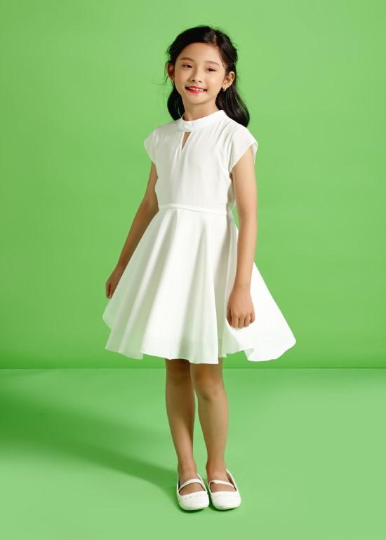 Đầm cổ tam giác trắng