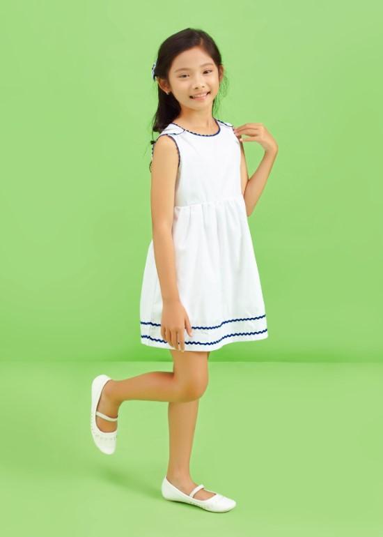 Đầm viền dây xanh nút vai bé gái
