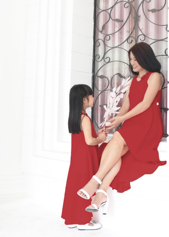 Combo đồ đôi đầm maxi mullet đỏ mẹ và bé