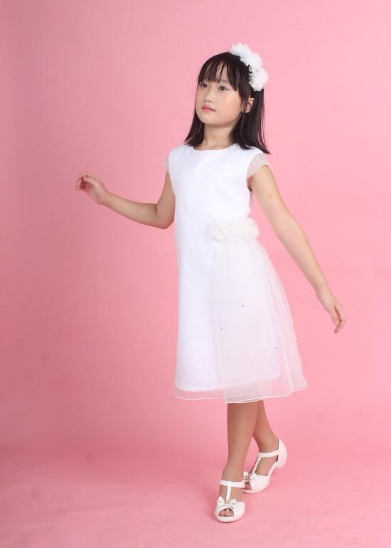 Đầm trắng kết hoa eo bé gái