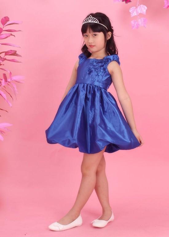 Đầm tafta xanh bích đính hoa bé gái