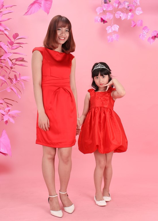 Combo đầm phi đỏ mẹ và bé