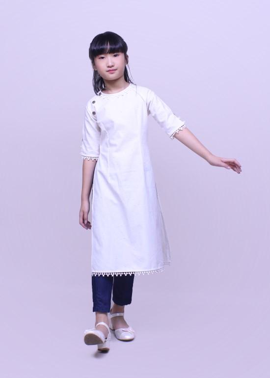 Set áo dài linen phối trắng và quần dài skinny xanh đen bé gái