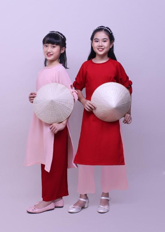 Bộ áo dài bé gái hạnh phúc đỏ
