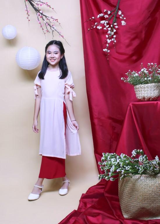 Bộ áo dài bé gái hạnh phúc hồng