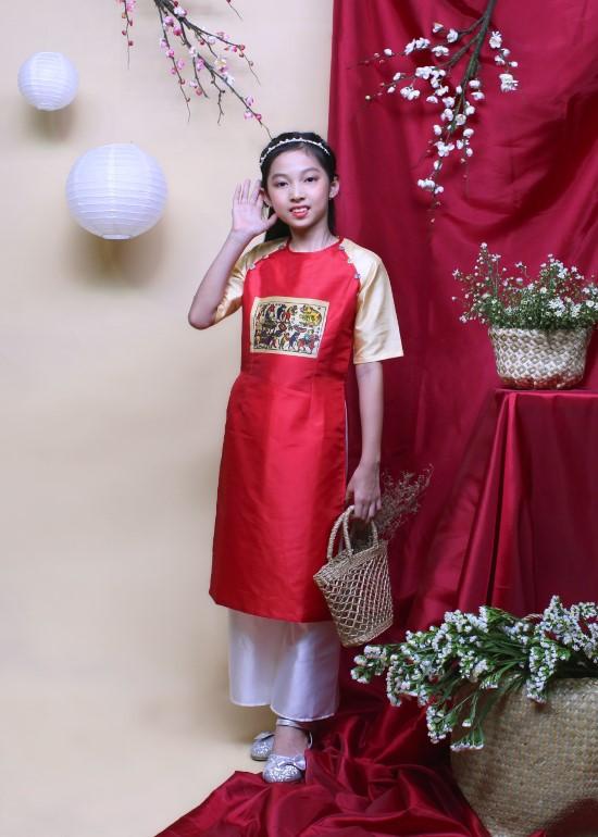 Bộ áo dài cách tân bé gái tranh Đông Hồ may mắn