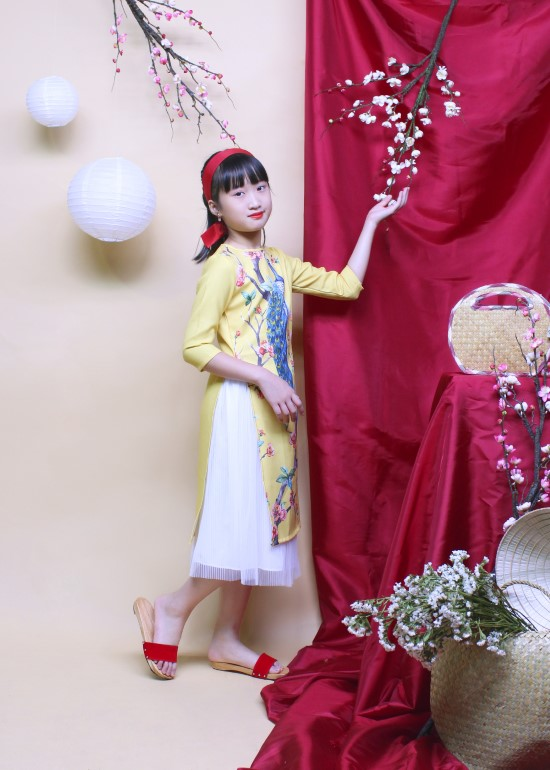 Áo dài bé gái