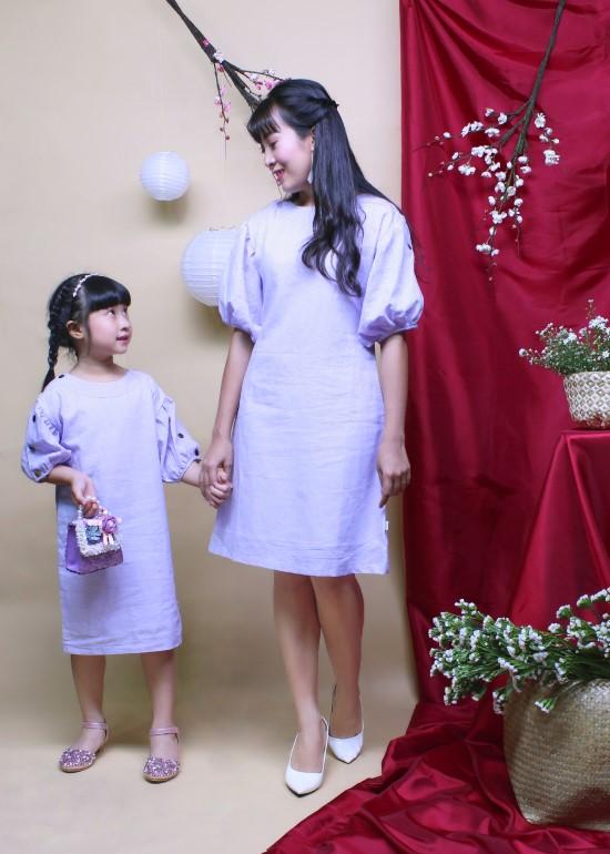 Đầm bé gái linen tay cài tím