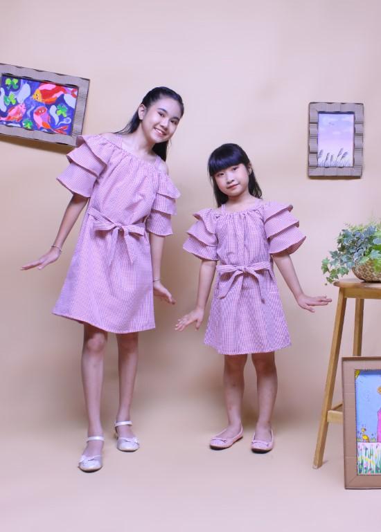 Đầm hai dây rớt vai sọc hồng