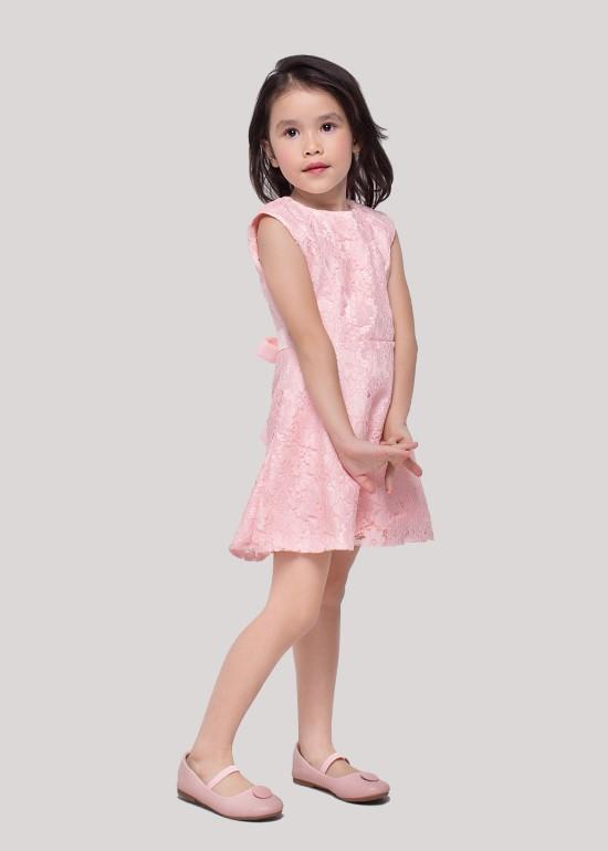 Đầm ren viền cúp ngực hồng bé gái
