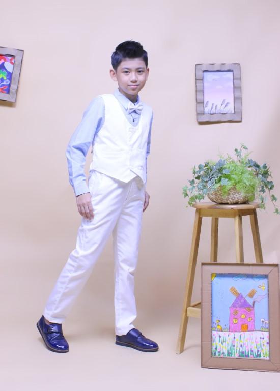 Áo gile bé trai hai hàng nút trắng