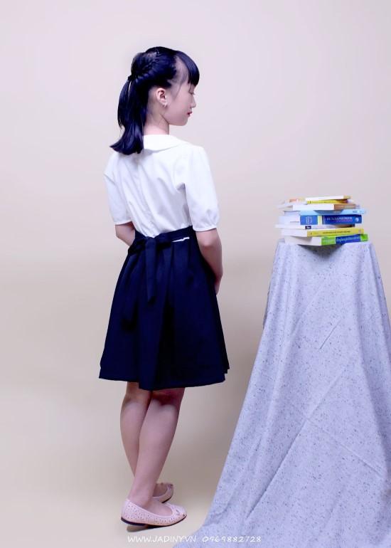 Đầm học sinh nữ cổ sen đính nơ ngực