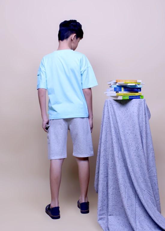 Áo thun xanh năng động cho bé