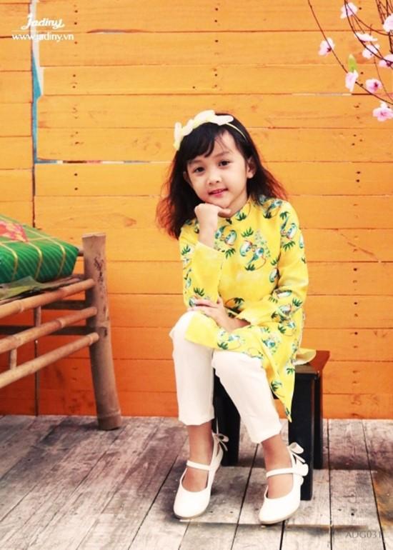 Áo dài lụa vàng bé gái