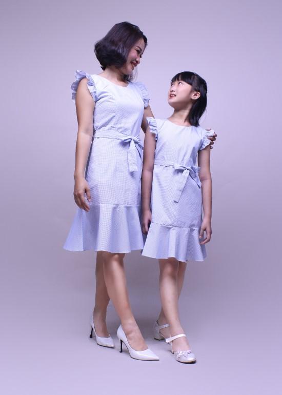 Combo đầm chân bèo cotton xanh mẹ và bé