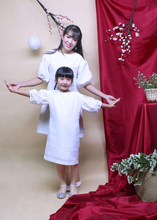 Combo đầm linen tay cài trắng mẹ và bé