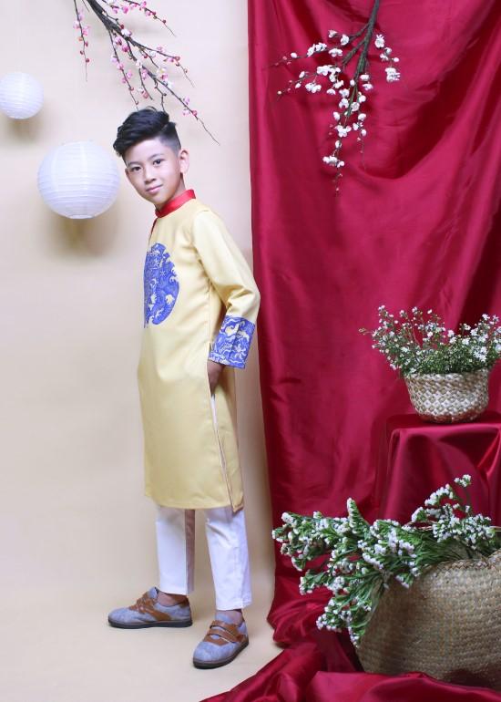 Set áo dài hưng thịnh vàng và quần yếm dài bé trai