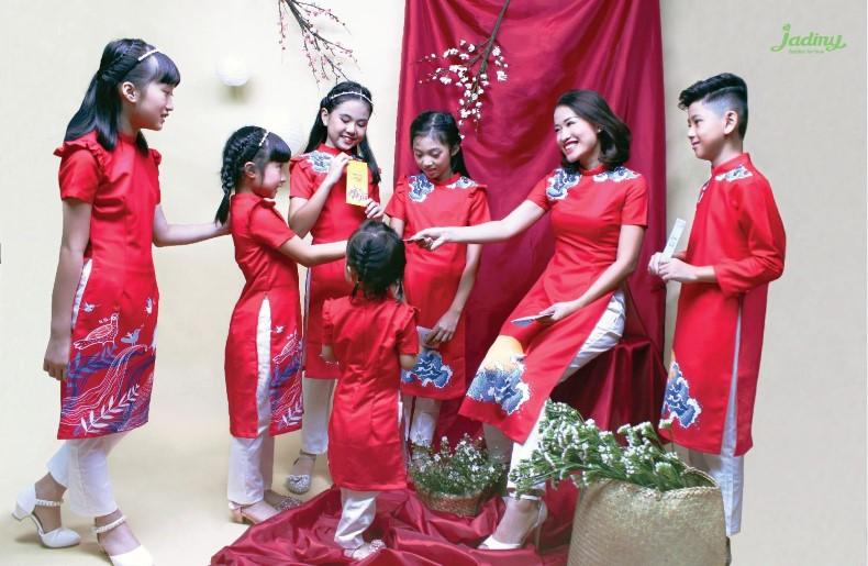 Top các thiết kế áo dài trẻ em, áo dài mẹ và bé đẹp nhất tại Jadiny