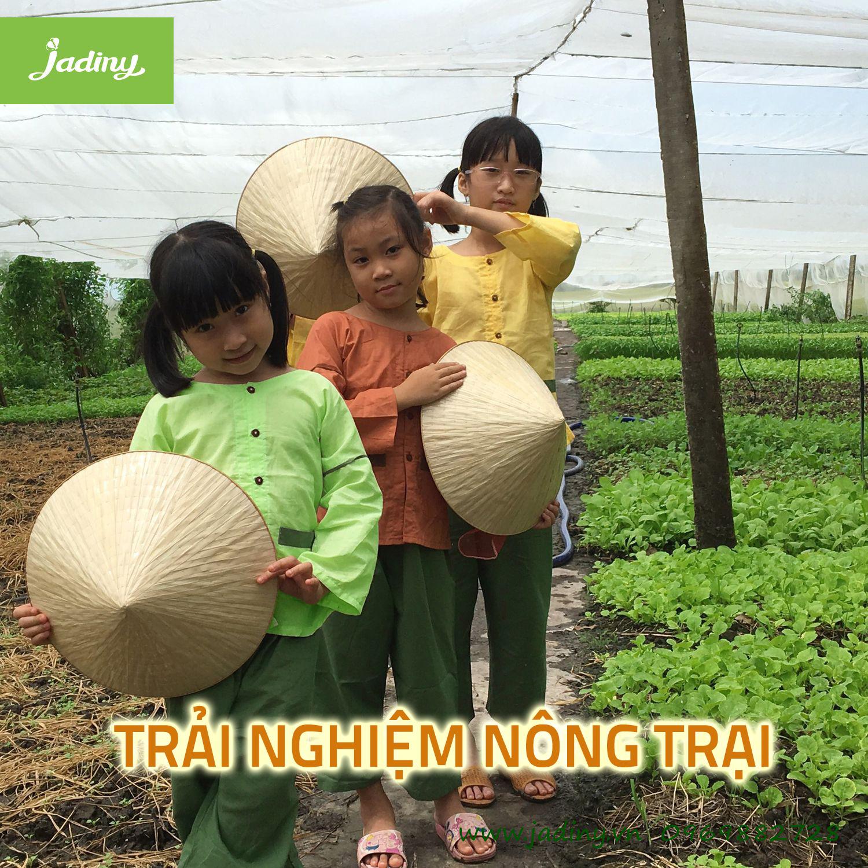 đồ bà bà cho bé Jadiny để bé tham gia trải nghiệm làm vườn
