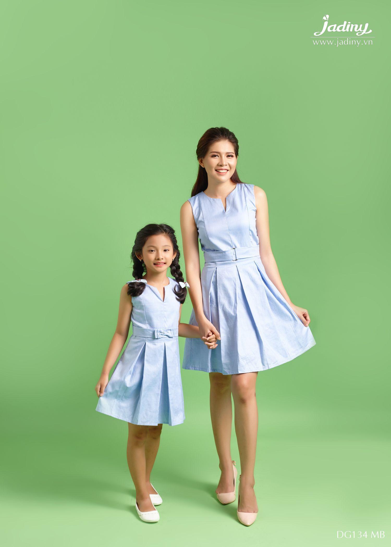 Váy đôi mẹ và bé mùa đông
