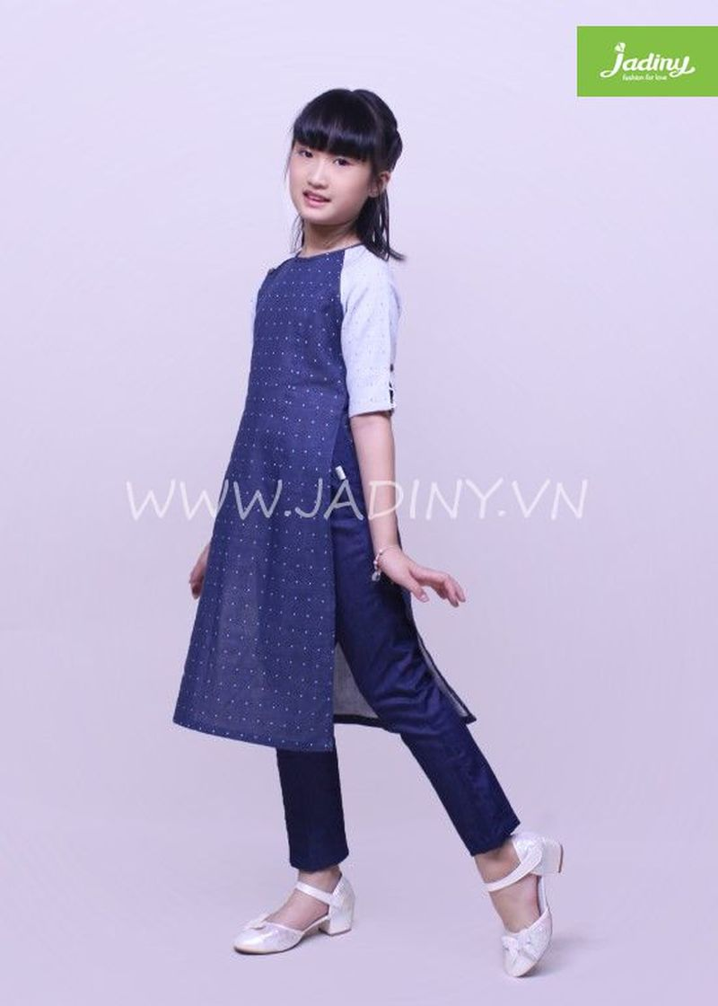 Áo dài cách tân cho bé gái chất liệu linen