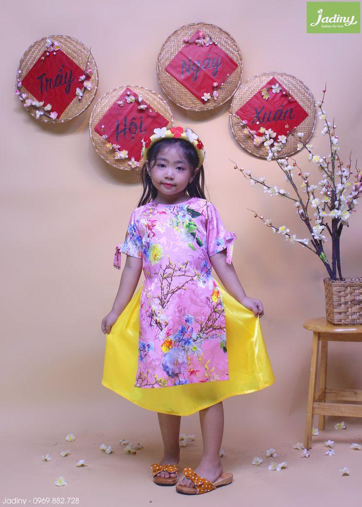 Trang phục biểu diễn dành cho bé gái