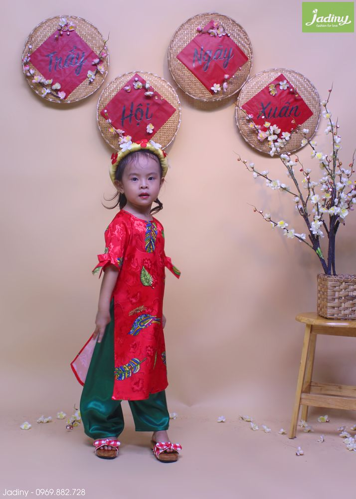 Áo dài truyền thống biễu diễn cho bé mầm non